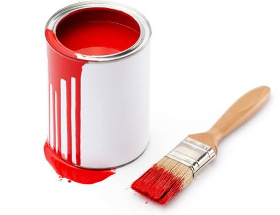 Farbeimer mit Pinsel